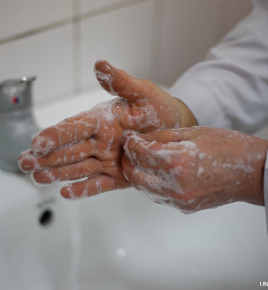 Image demonstrates proper hand washing.