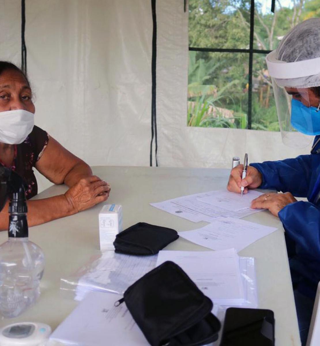 UN personnel conducts an intake for a woman.