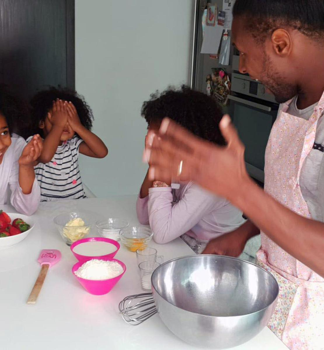 Blue Sharks Capitan , Marcos Soares cooks with young girls