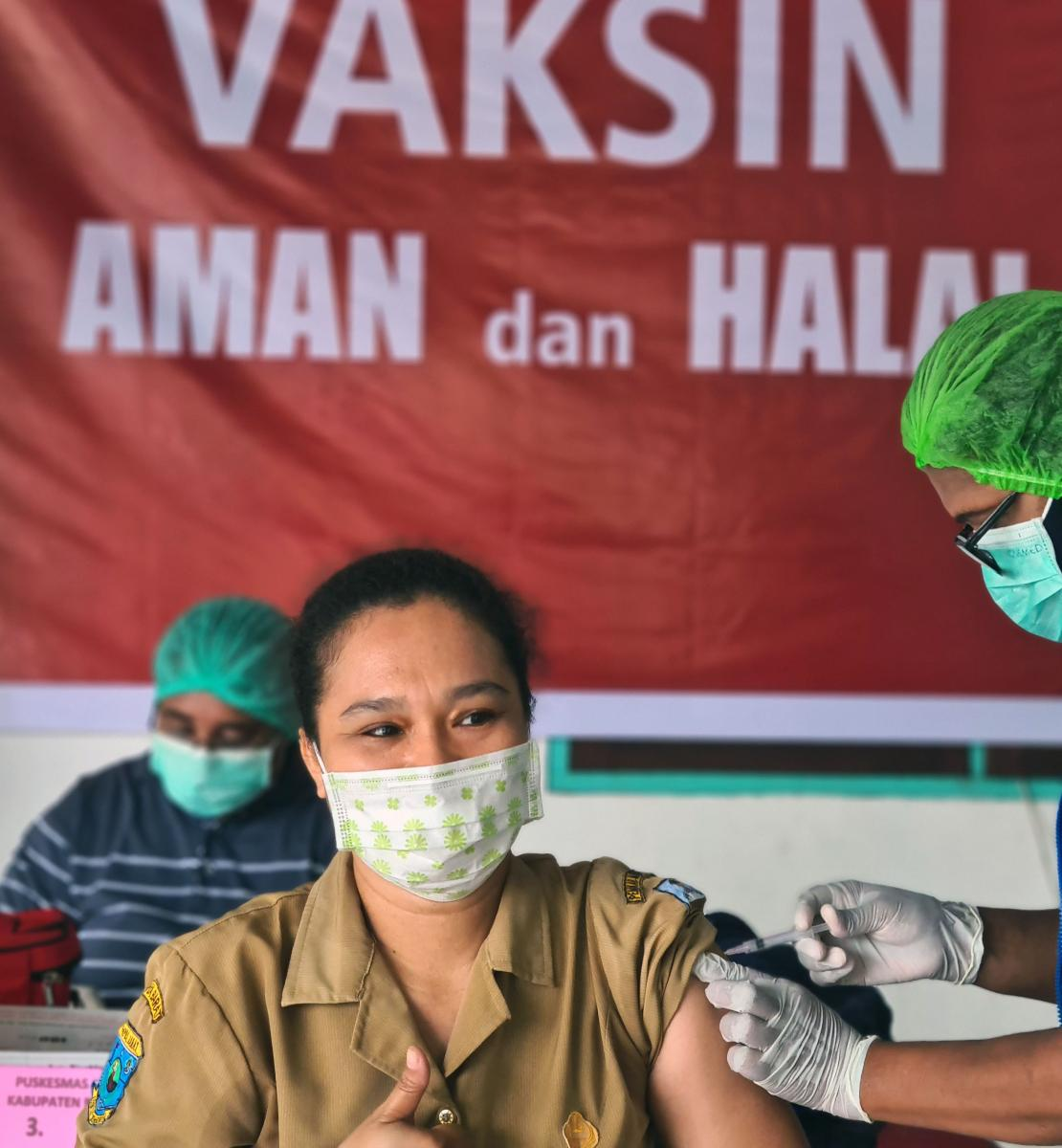 Faridah Syafi, a 42-year-old health worker in Manokwari, West Papua Province is getting her COVID-19 vaccination at a local community health centre.
