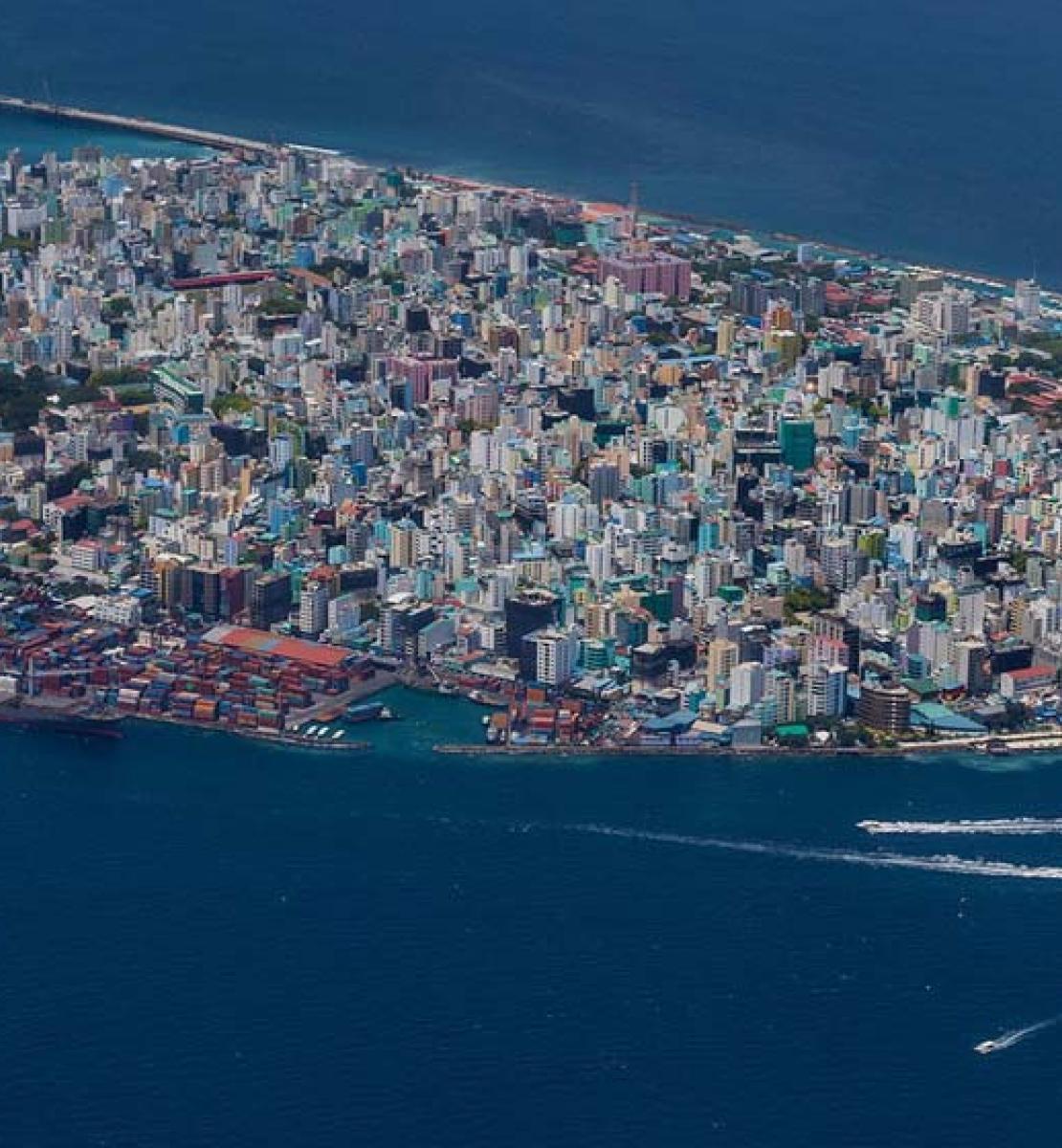 منظر جوي لماليه، عاصمة جزر المالديف.