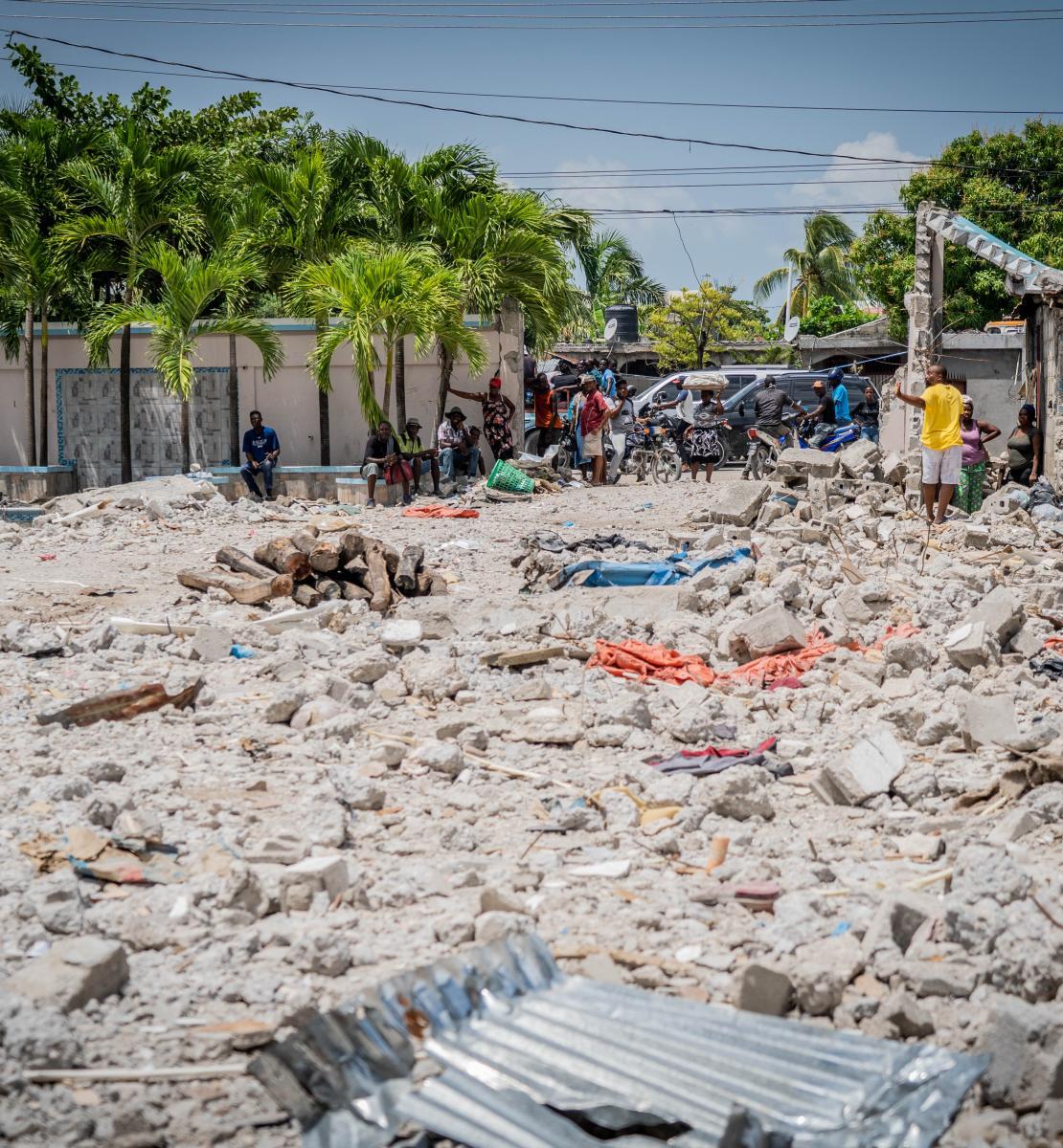 Los escombros de donde se encontraba el hotel Le Manguier en Les Cayes.